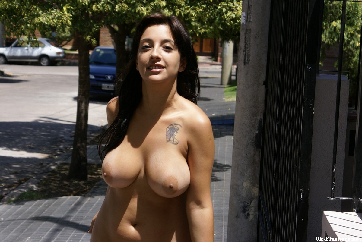 Flashing in public to a bible bitch her reaction is awesome